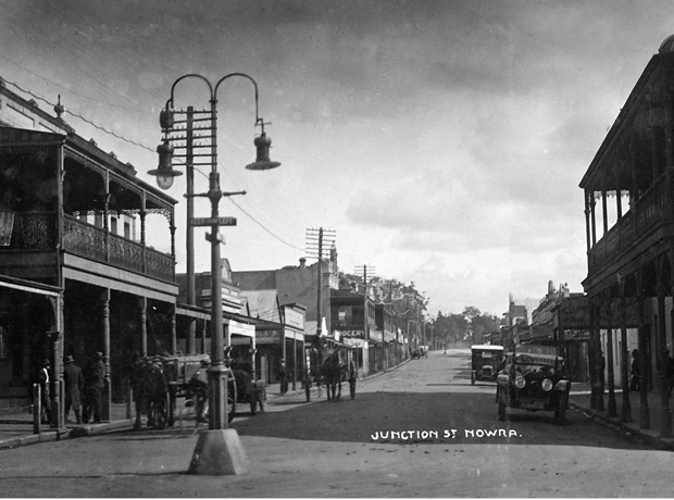 Mix of motorised and horse drawn traffic on Junction Street Nowra